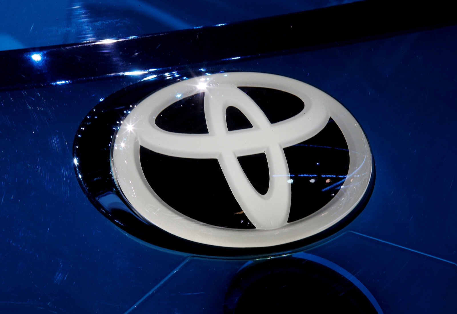 Asian markets mixed as automakers come under pressure after Donald Trump鈥檚 warning to Toyota