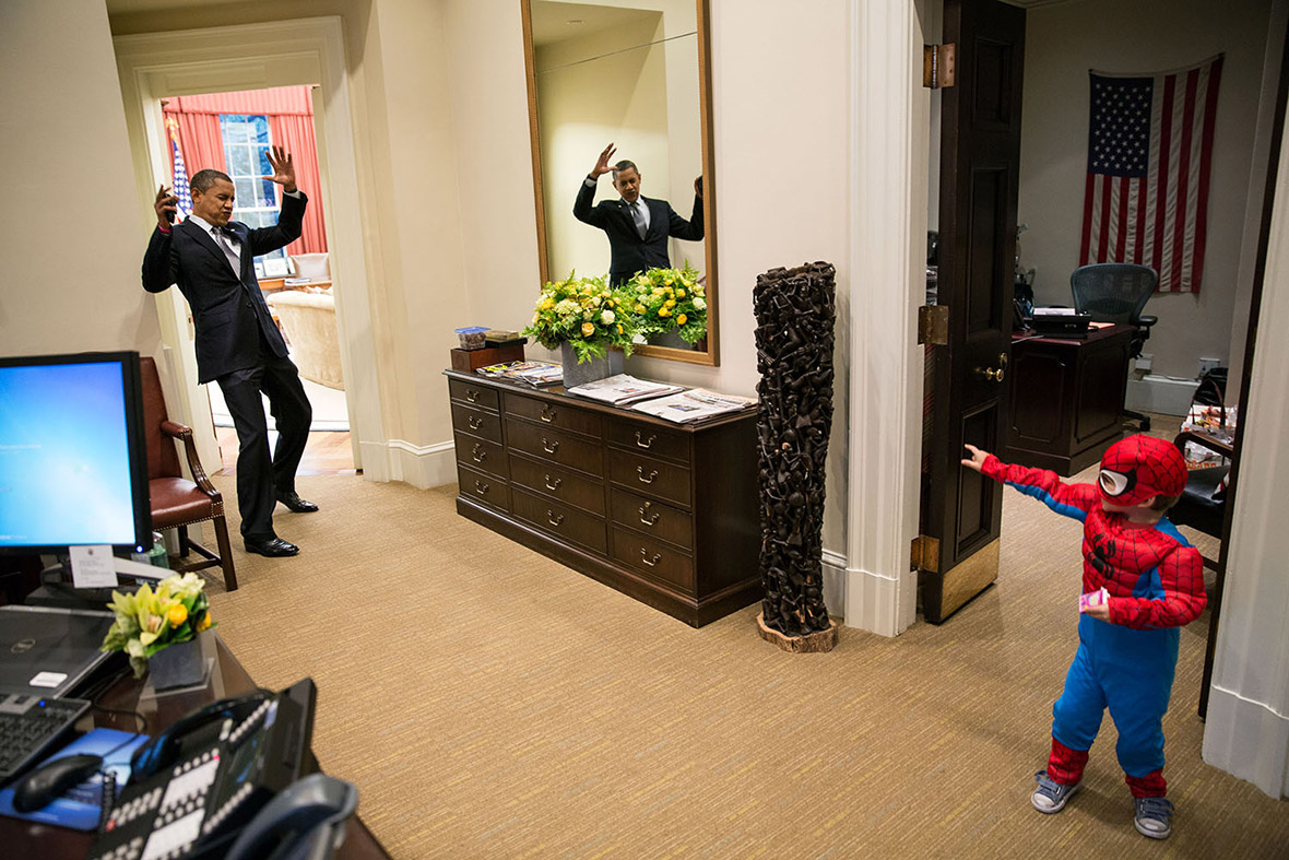 US President Barack Obama with children