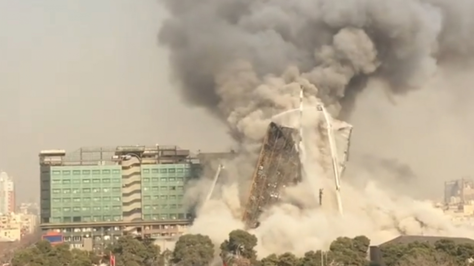 Tehran building collapse after fire
