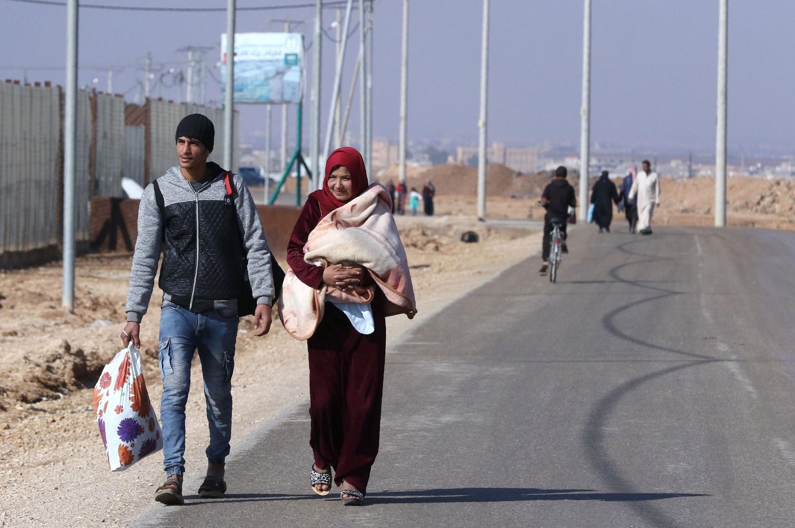 Syrian refugees inside the Jordanian border