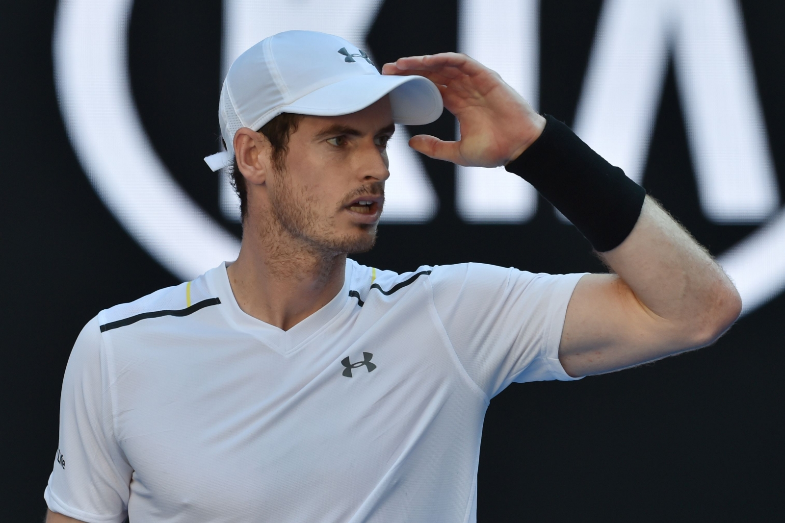 Andy Murray critical of Maria Sharapova being given tournament wild cards