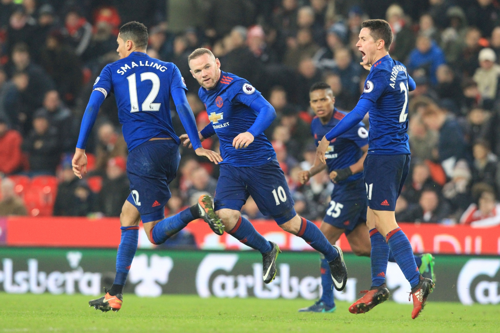 (Football) Carrick says Man Utd will go for it at Hull