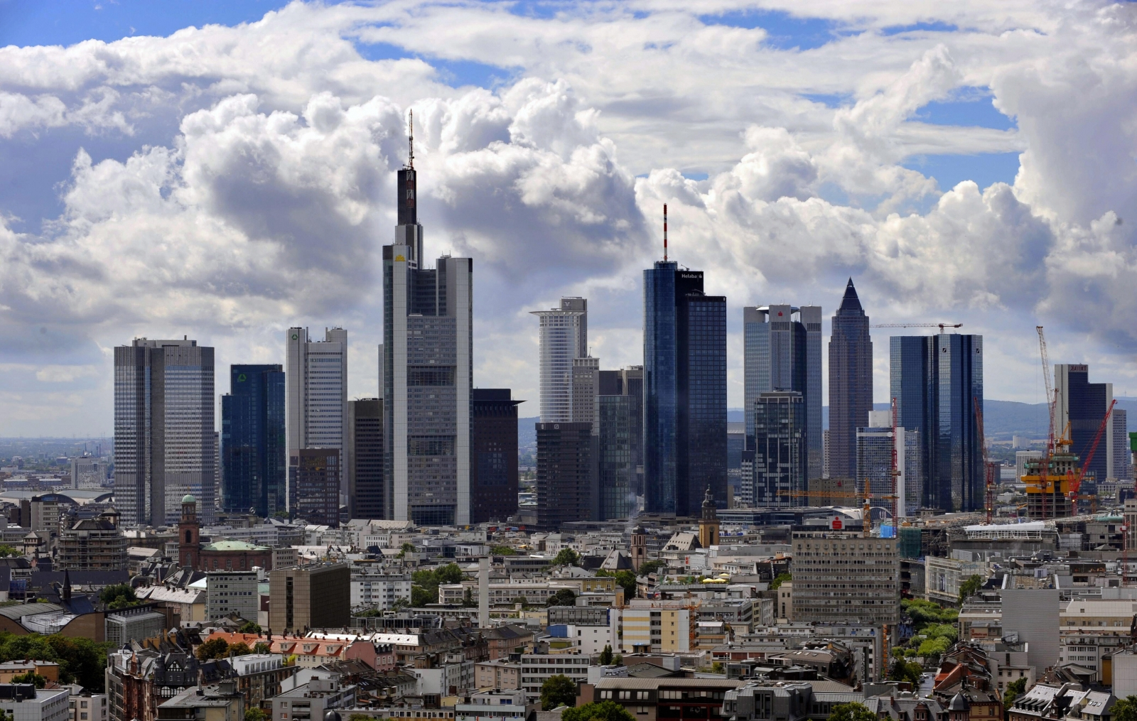 Clouds hang over Frankfurt's banking district