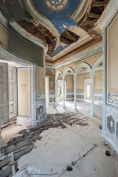 Mirna Pavlovic Dulcis Domus abandoned villas
