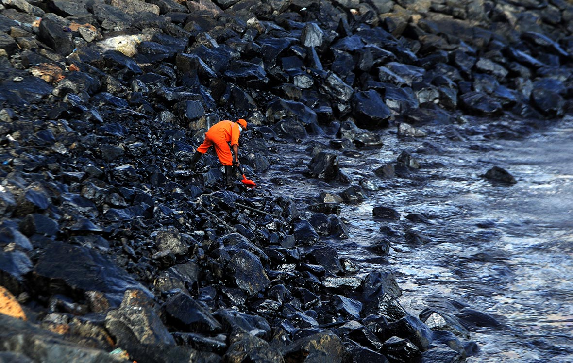 oil spills in mumbai The oil spill on the uran coast close to mumbai is larger than what was estimated, the maharashtra pollution control board (mpcb) has said the admission came two days after the leak of crude oil from an ongc pipeline it took 12 hours to cap initially the mpcb estimated that 1,000 litres of oil had washed into the sea.