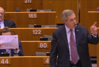 London MEP holds 'he's lying to you' sign behind Nigel Farage in EU parliament