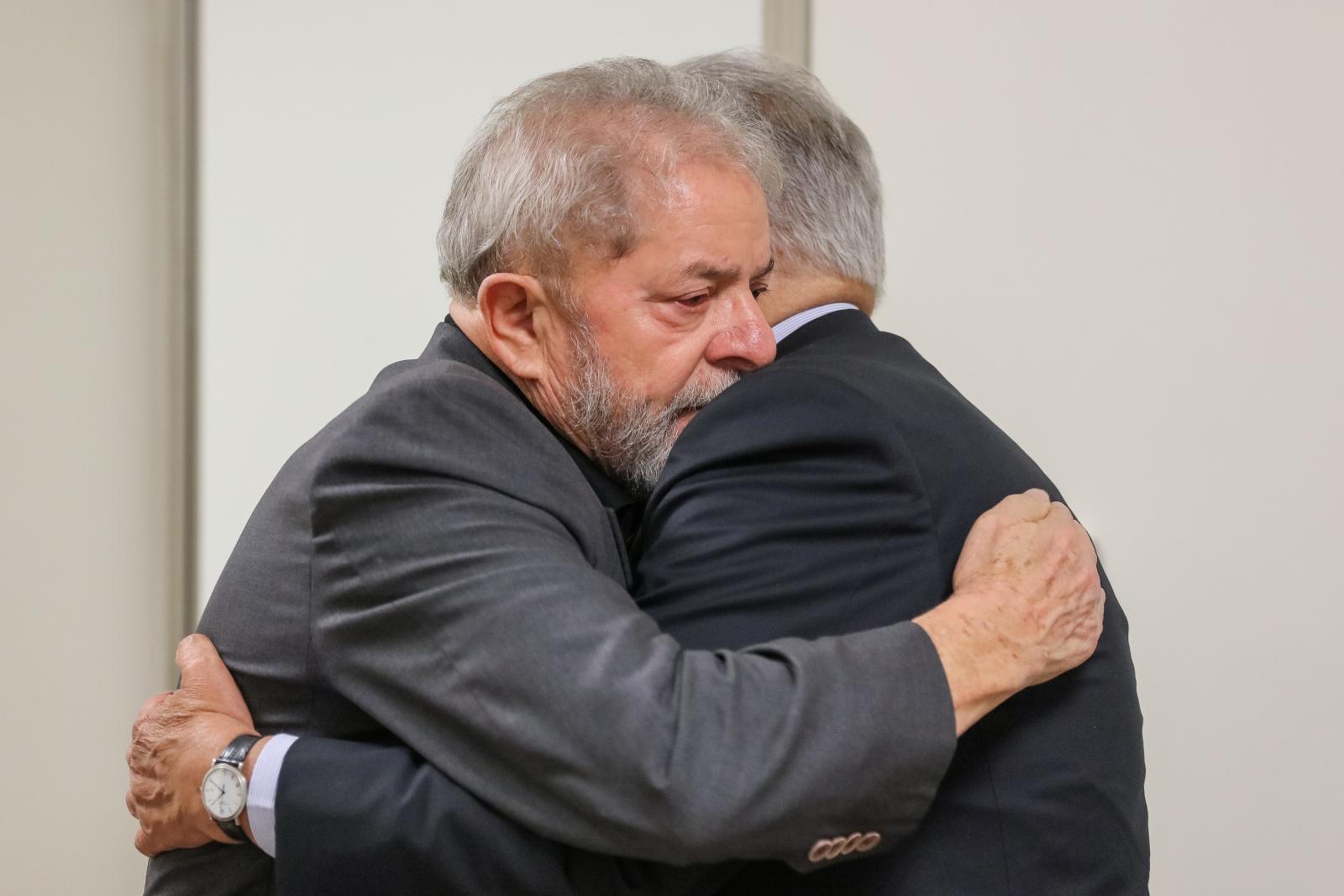 Former Brazilian Presidents Fernando Henrique Cardoso (R) and Luiz Inacio Lula da Silva