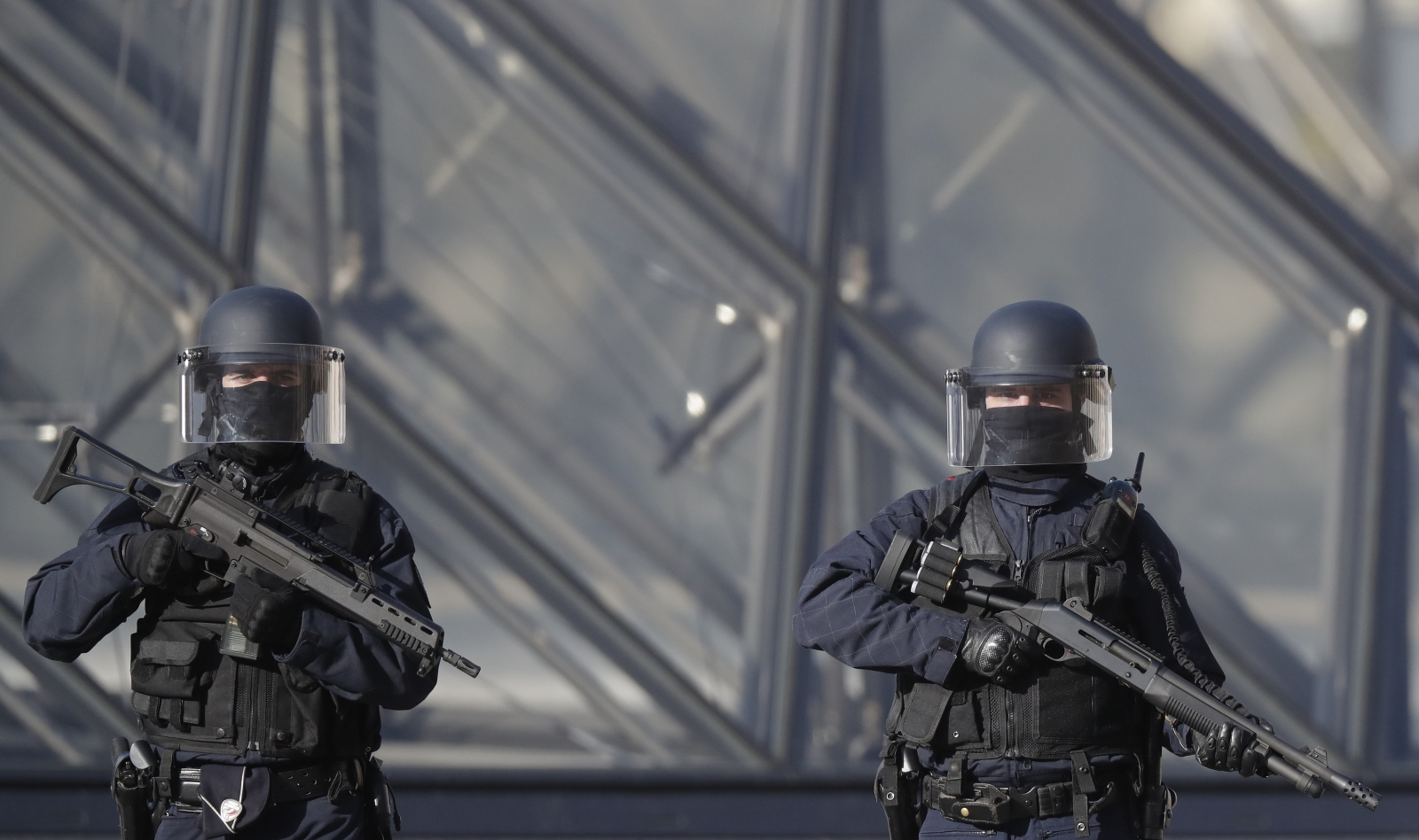 Louvre Shooting: Soldier fires on attacker outside Paris museum