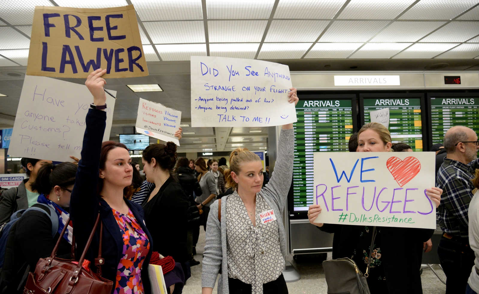 Volunteer lawyers camp out at US airports