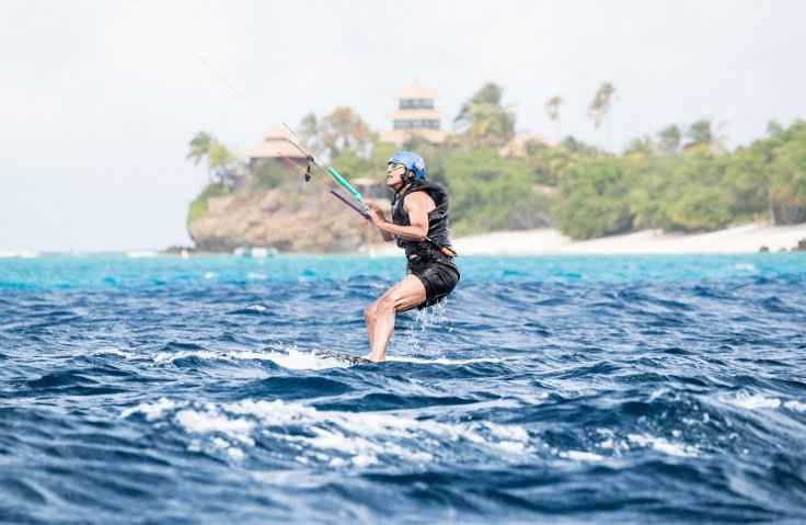 Obama kite surfing