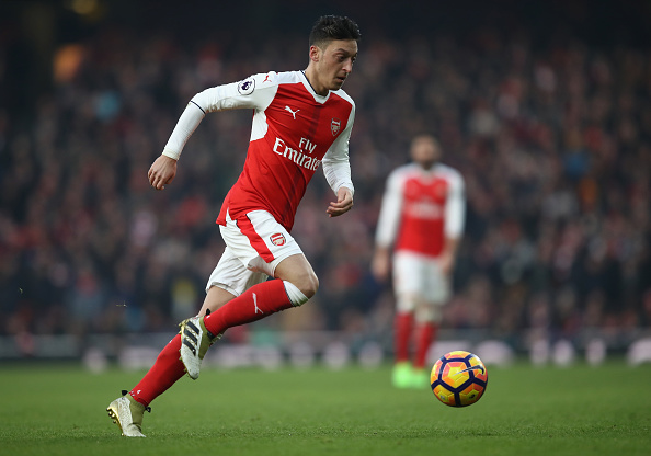 Chelsea legend urges Ozil to dump Arsenal to win trophies