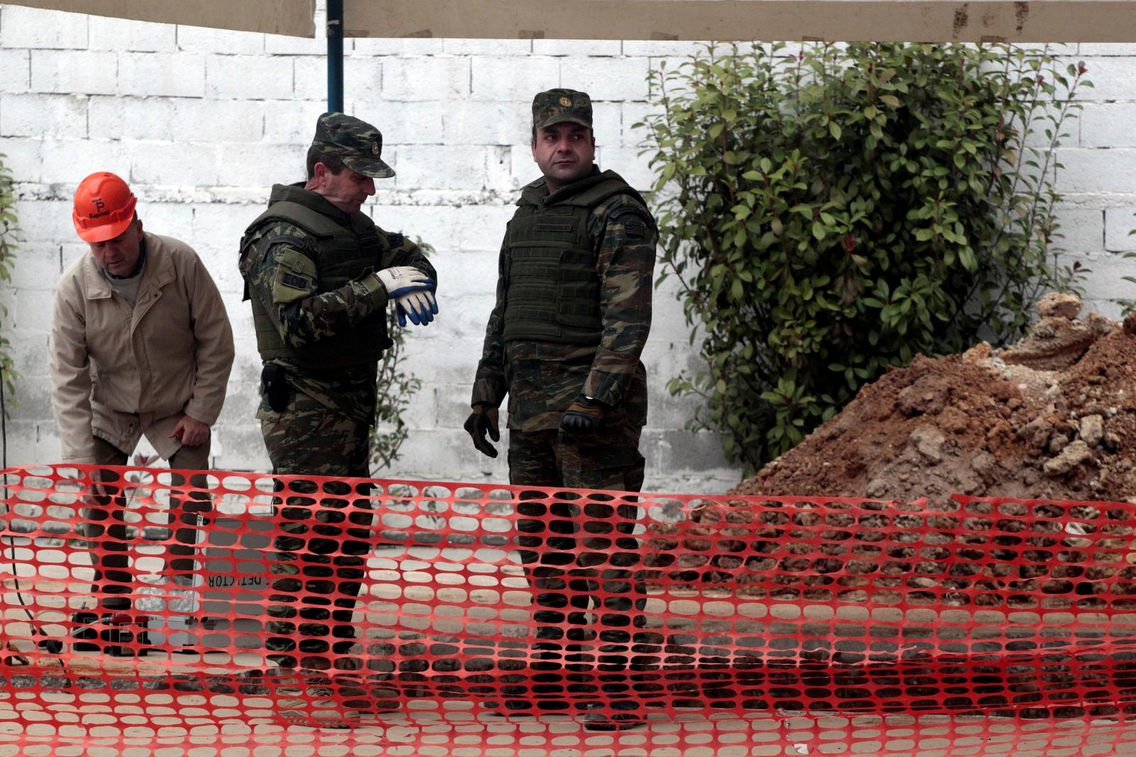 Bomb diffusion Greece