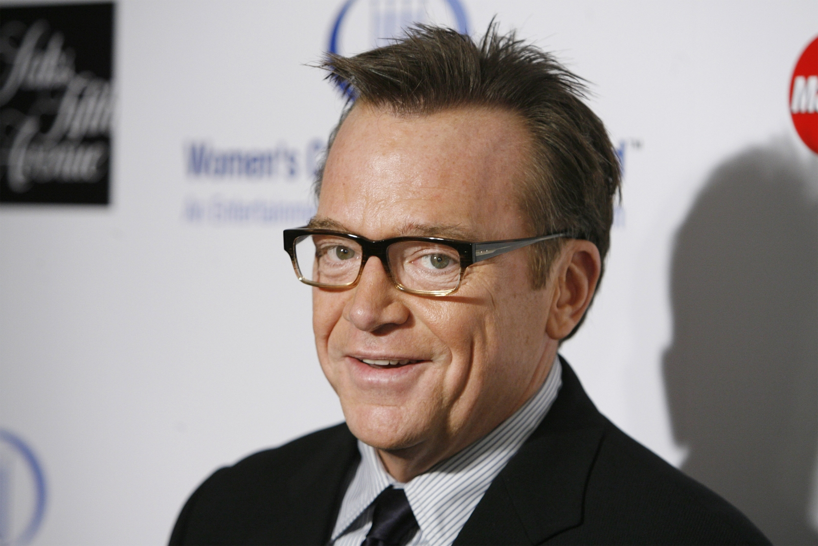 actor tom arnold claims clinton begged him to