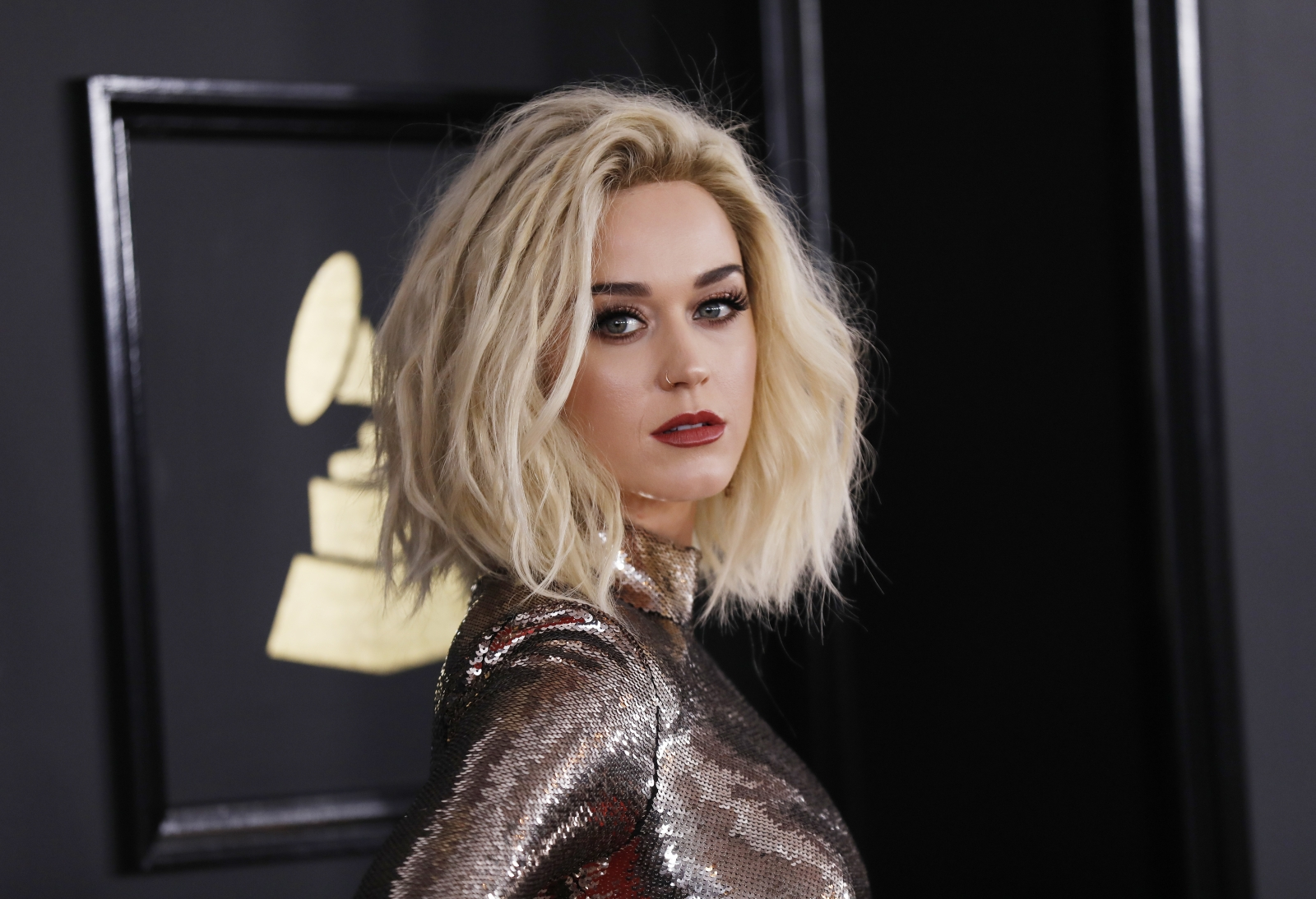 Katy Perry shows solidarity with Elizabeth Warren in Grammys performance