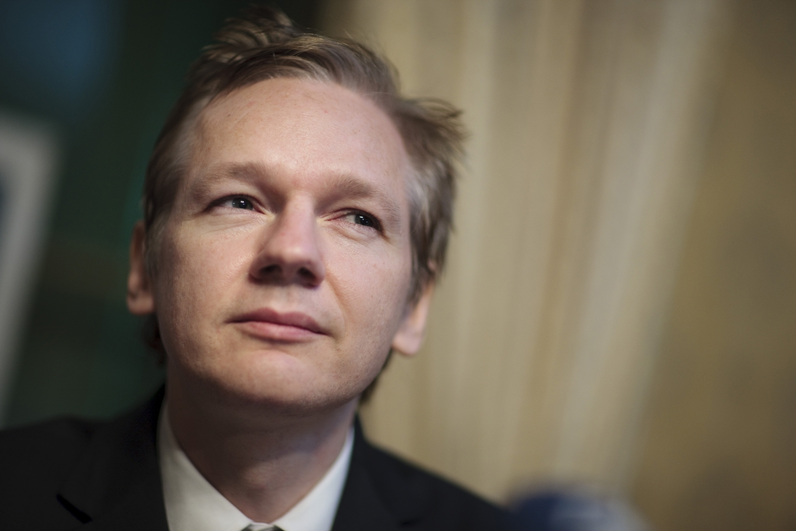 Fbi Director James Comey Left Was Scathing Of Wikileaks Founded By Julian Assange Credit Reuters