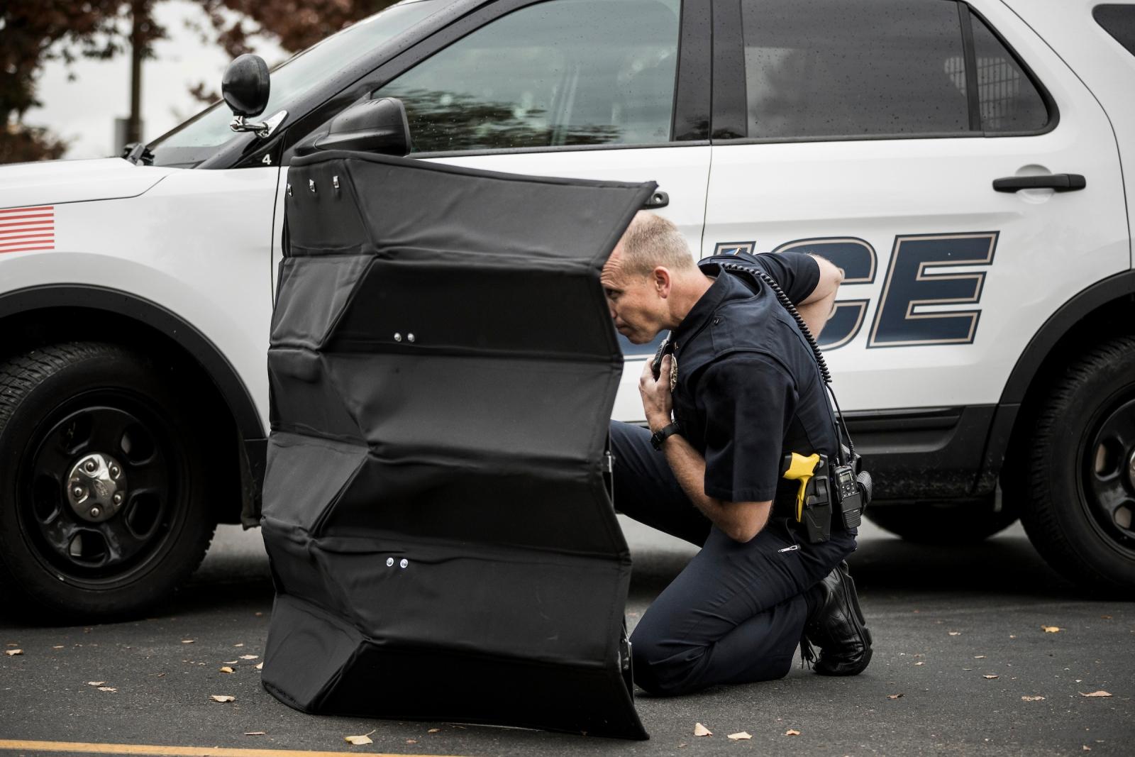 New foldable bulletproof kevlar shield