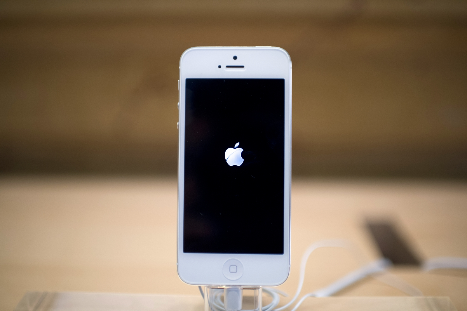 Apple joins Broadcom for iPhone wireless charging