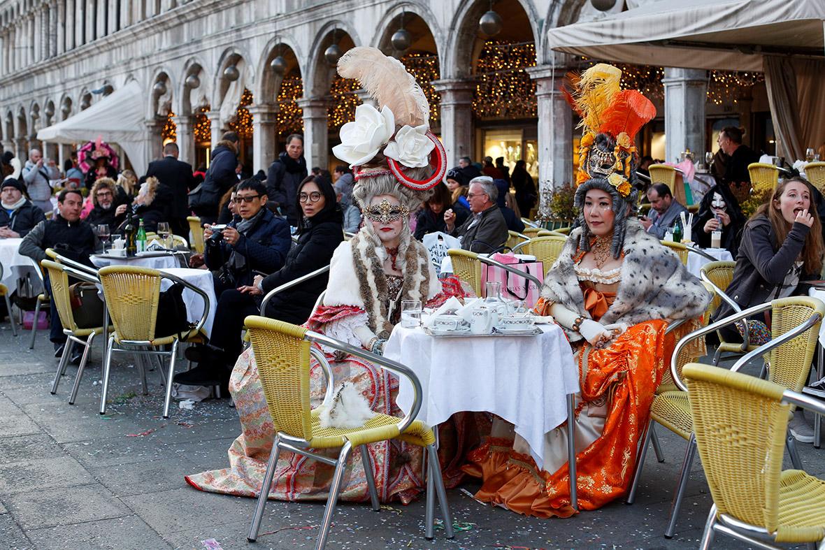 5e2ed9e80dec Venice Carnival 2017 Best Costumes And Masks At This Yearu0027s Carnevale  Di Venezia Sc 1 St IBTimes UK