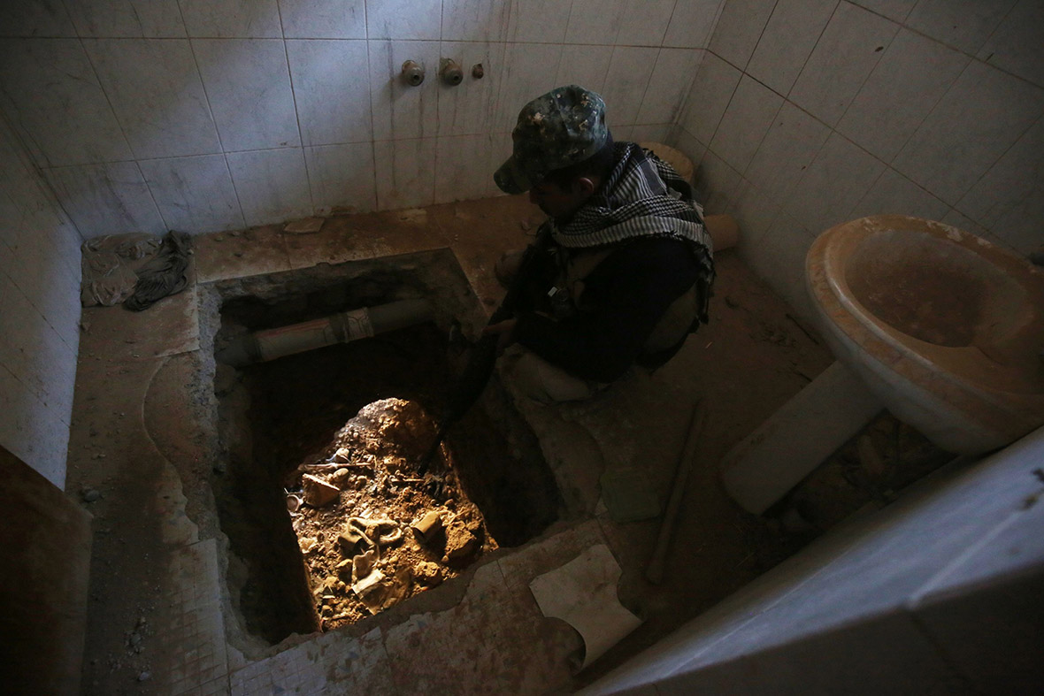 Isis tunnels Mosul
