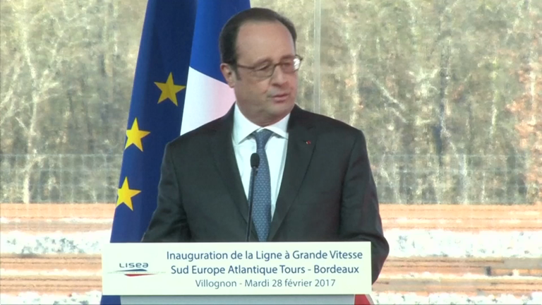 Watch Francois Hollande reaction to sniper accidentally firing during speech
