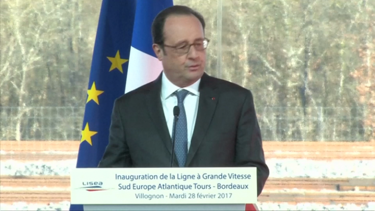 Watch Francois Hollande reaction to sniper accidentaly firing during speech
