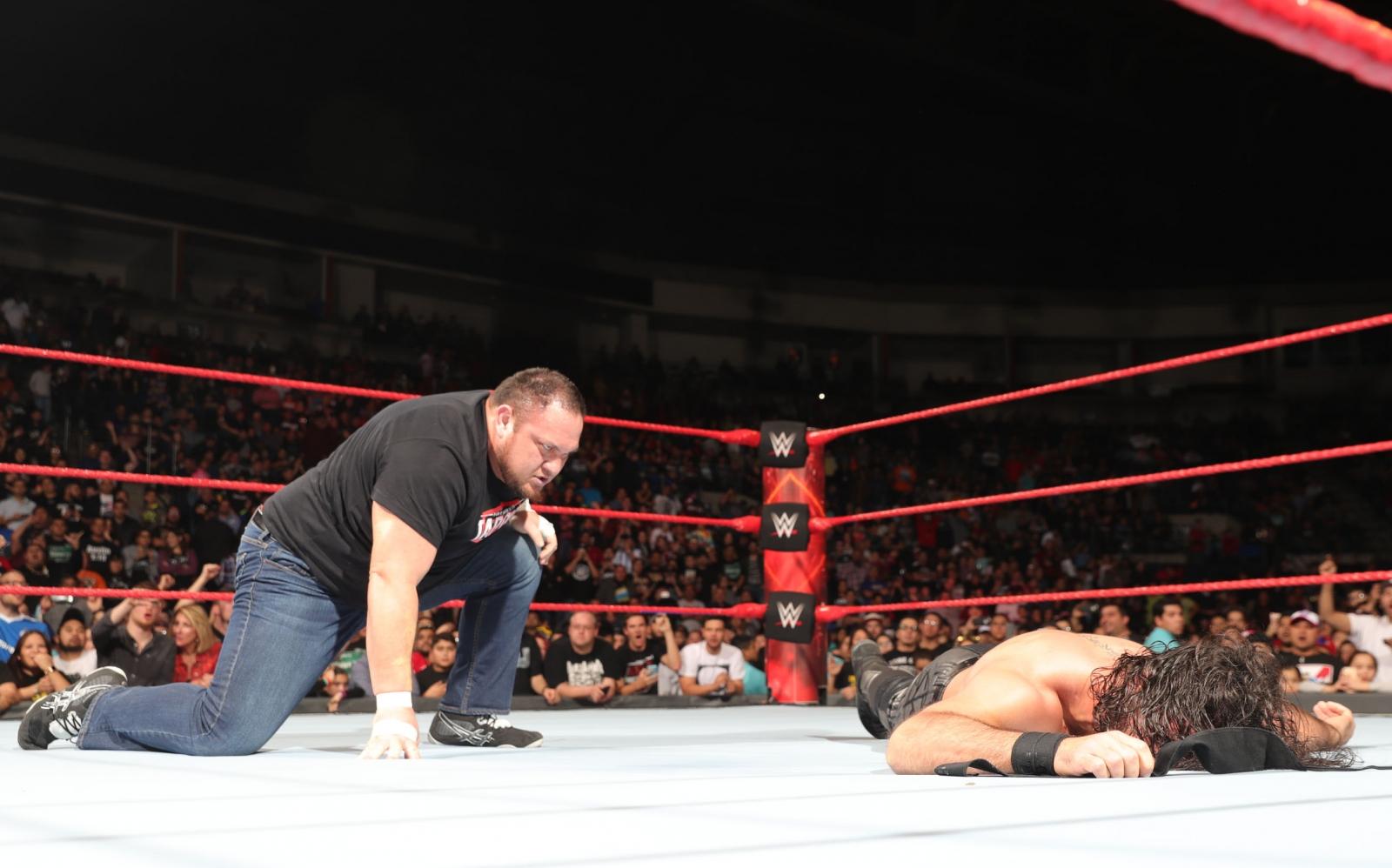 Samoa Joe Roman Reigns wwe