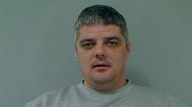 Police hunt unsafe prisoner after prison service releases him accidently