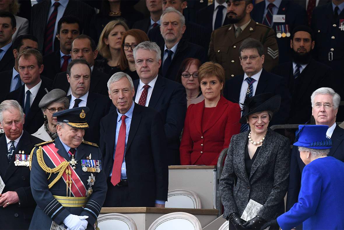 tony blair labelled 39 a disgrace 39 for attending queen 39 s unveiling of iraq and afghanistan memorial. Black Bedroom Furniture Sets. Home Design Ideas