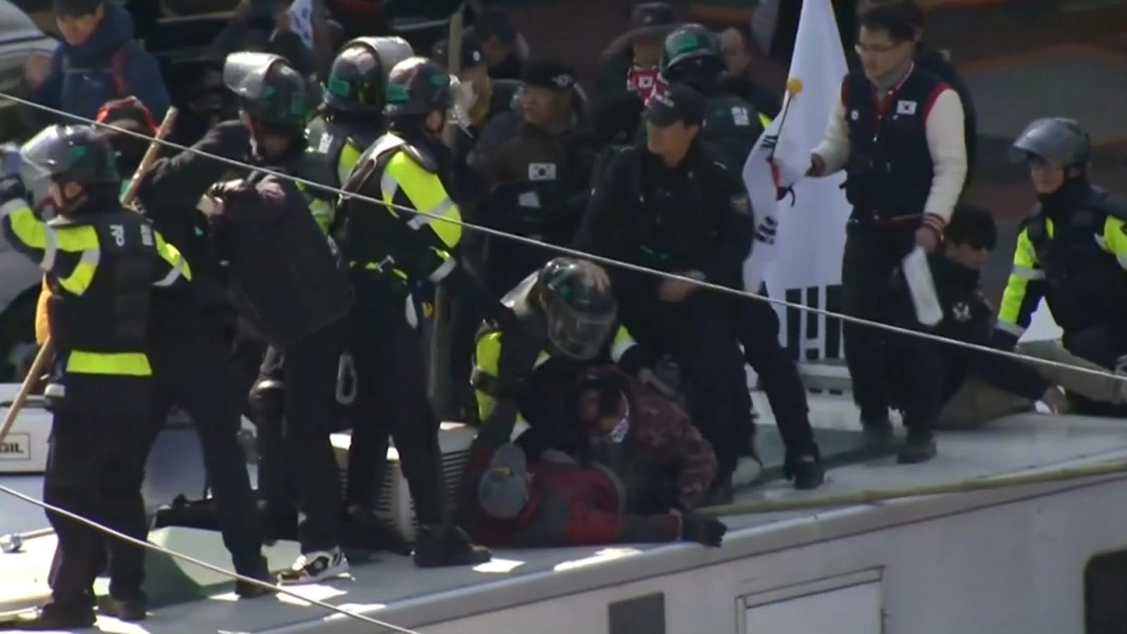 Violent protests erupt in South Korea