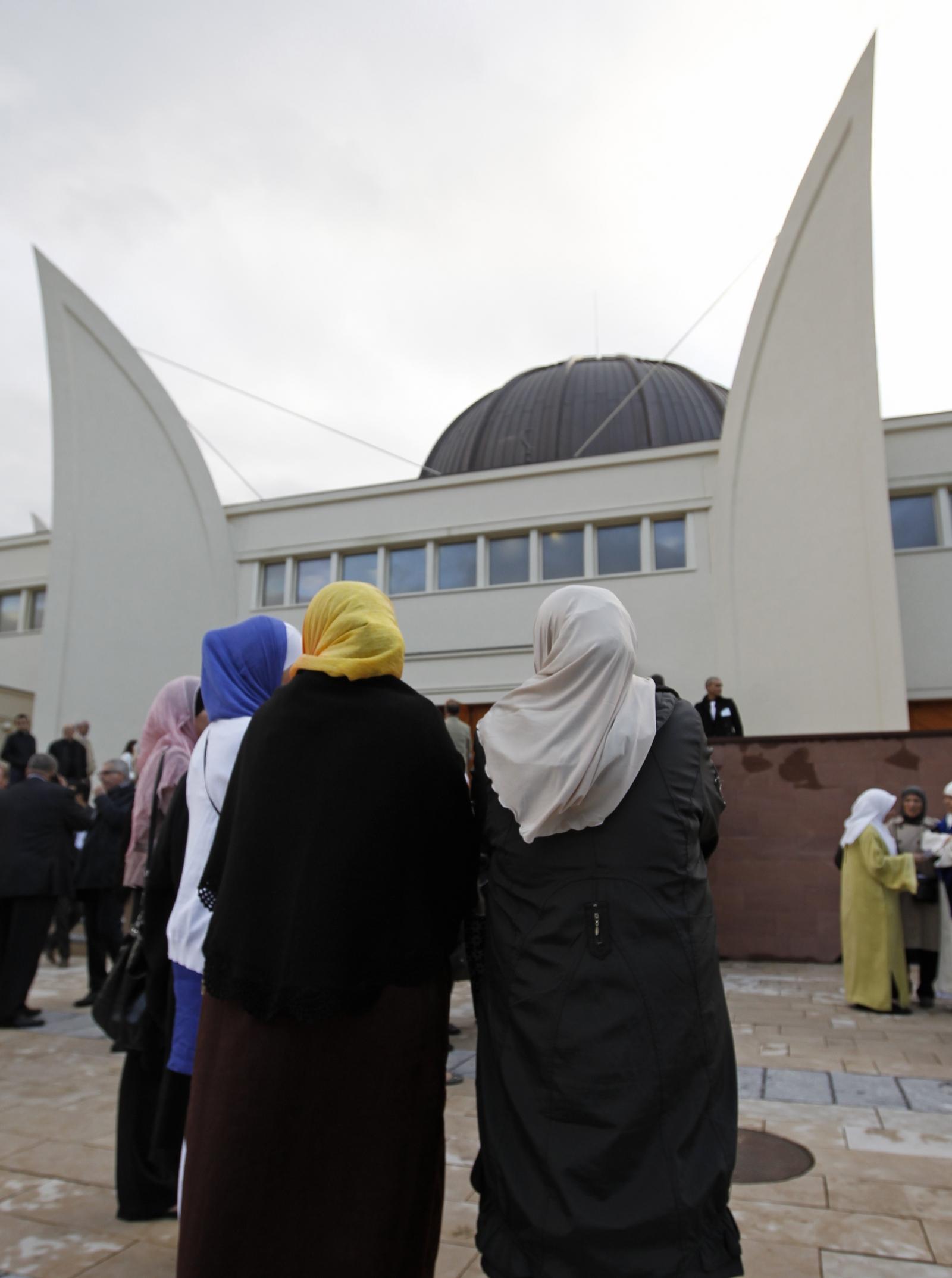 Women mosque France