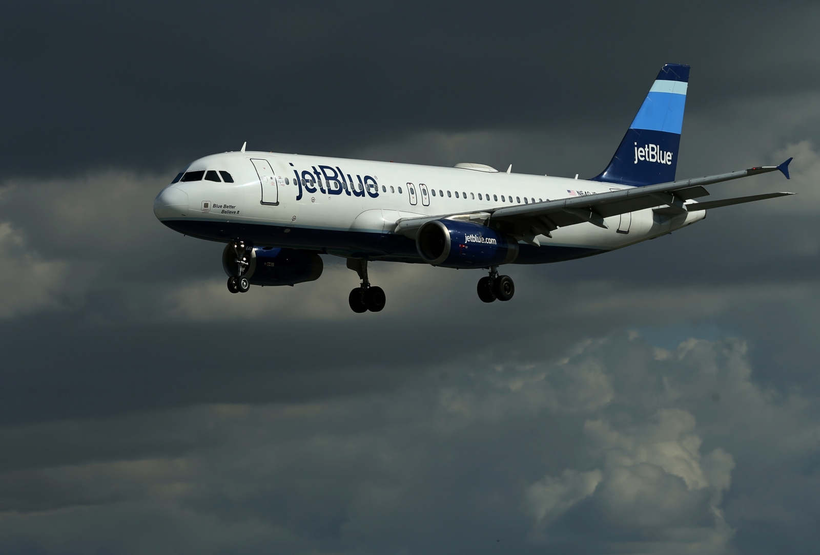 JetBlue flight diverted after laptop battery fire