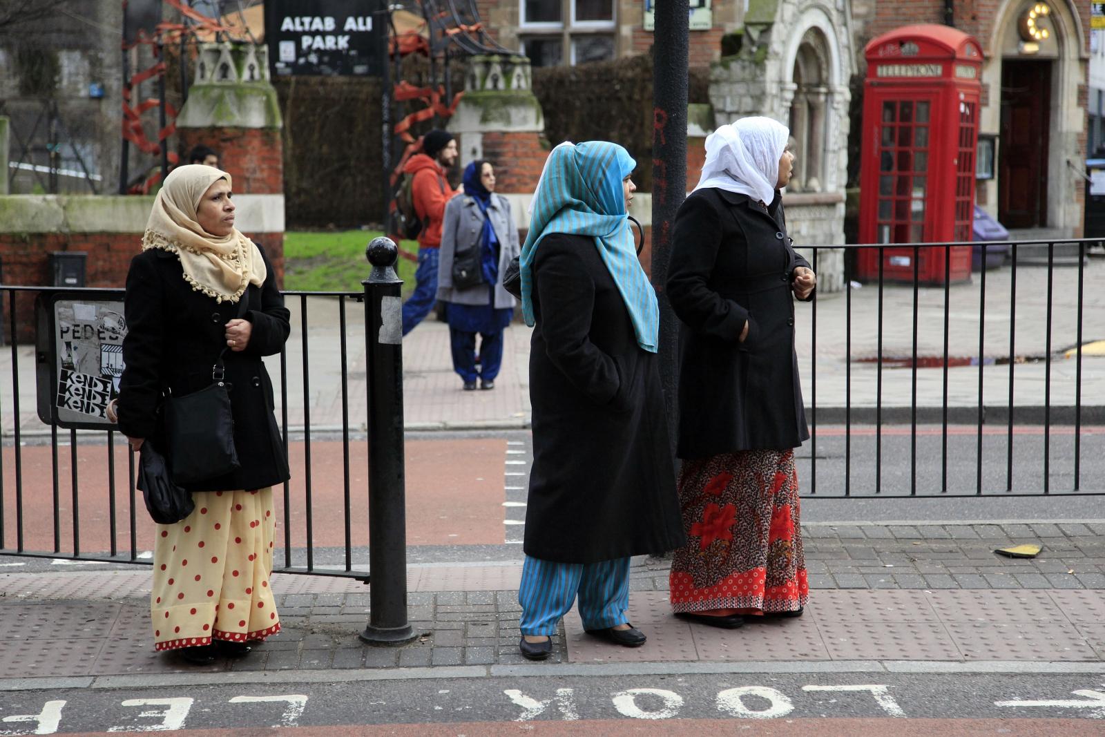 Muslim women wearing heqadscarves
