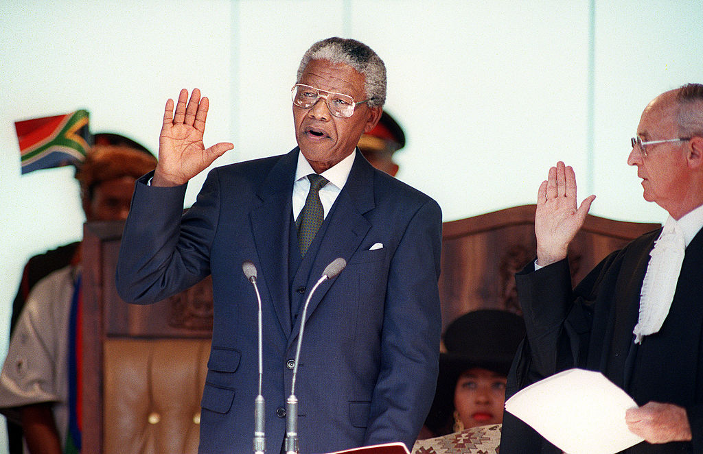 South African President Nelson Mandela takes the oath 10 May 1994 during his inauguration at the Union Building in Pretoria.
