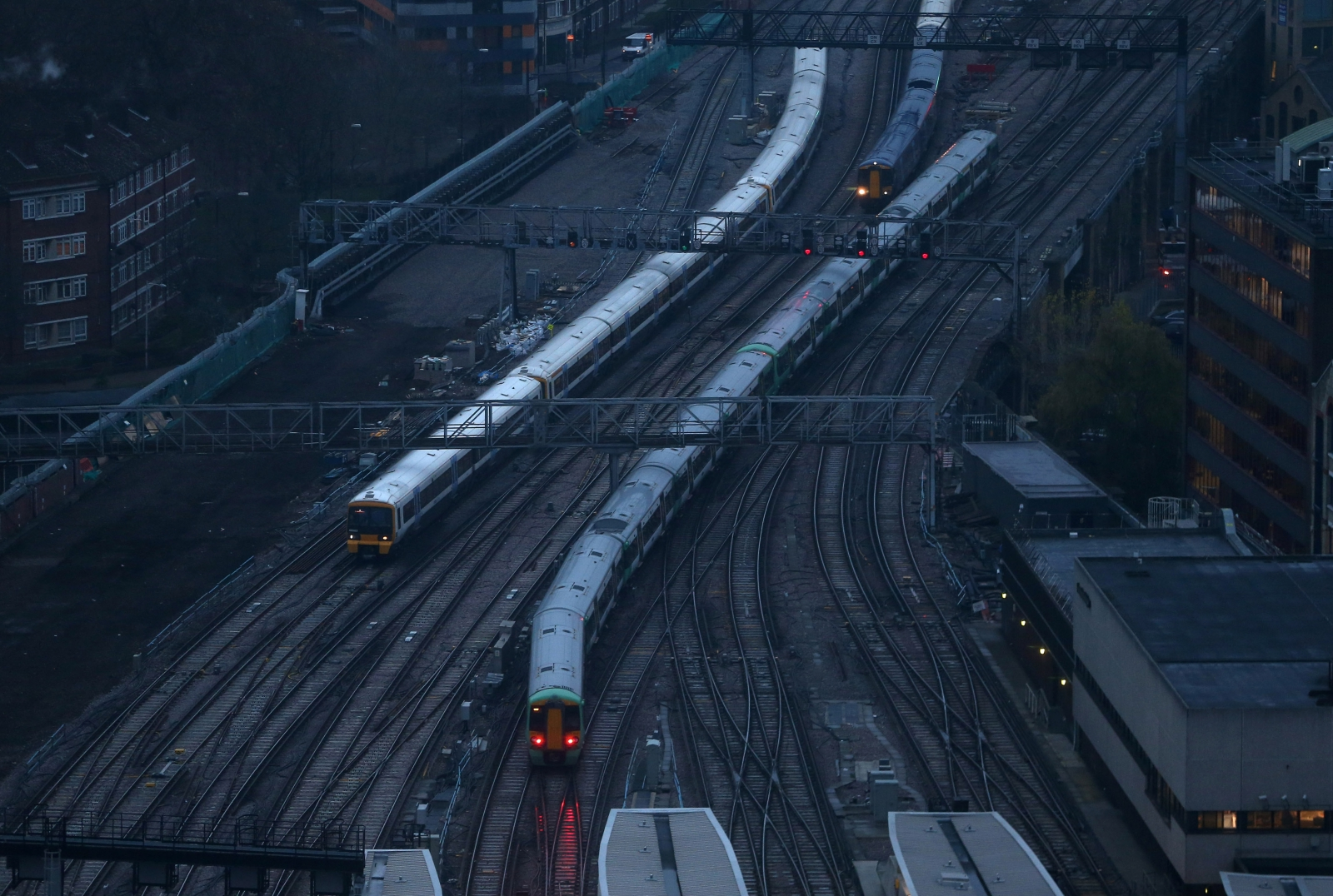 Trains in London Bridge
