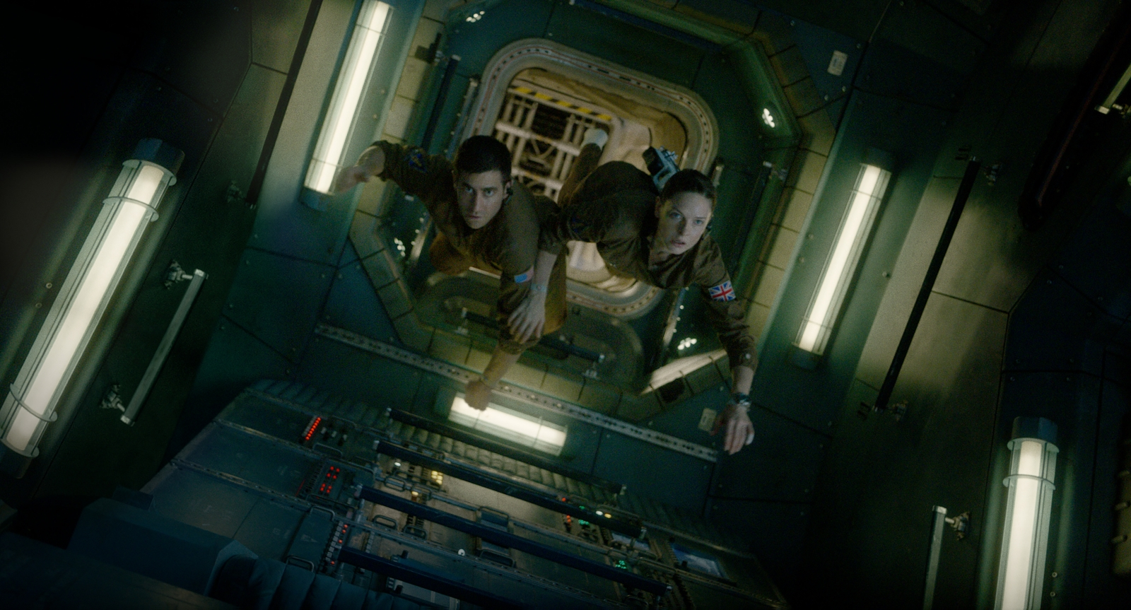'Life' Review: This A-List 'Alien' Rip-Off is Seriously DOA