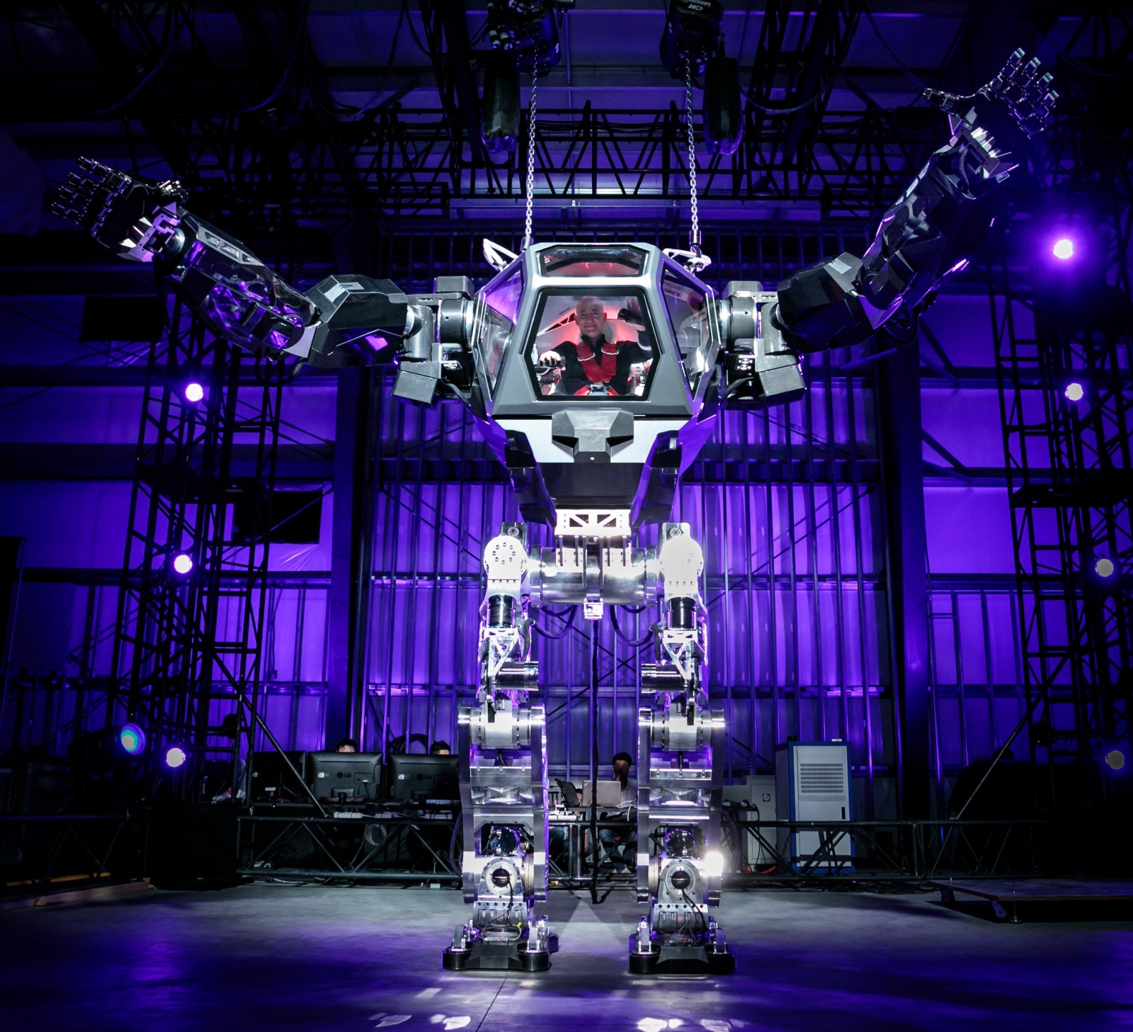 Jeff Bezos in the giant Method-2 robot