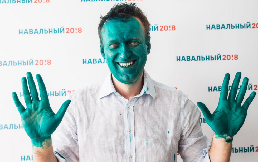 Anti-Putin activist Alexei Navalny sprayed green in attack