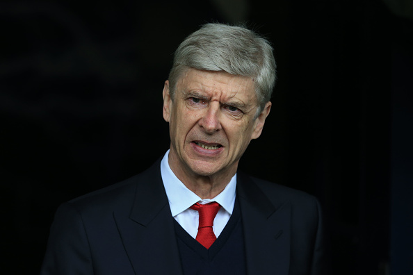 Arsenal manager Wenger denies rumors of PSG deal