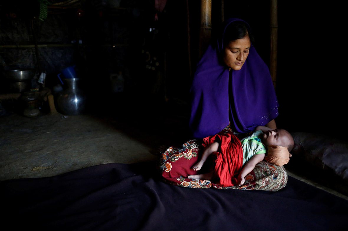 Young Rohingya mothers