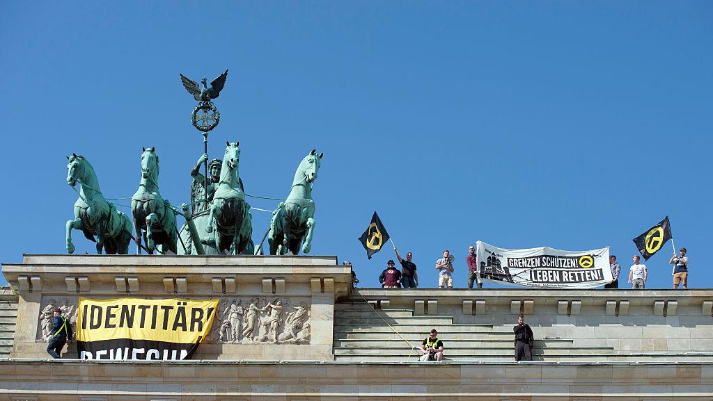 In August, 2016, identitarians scaled the Reichstagmonumentand