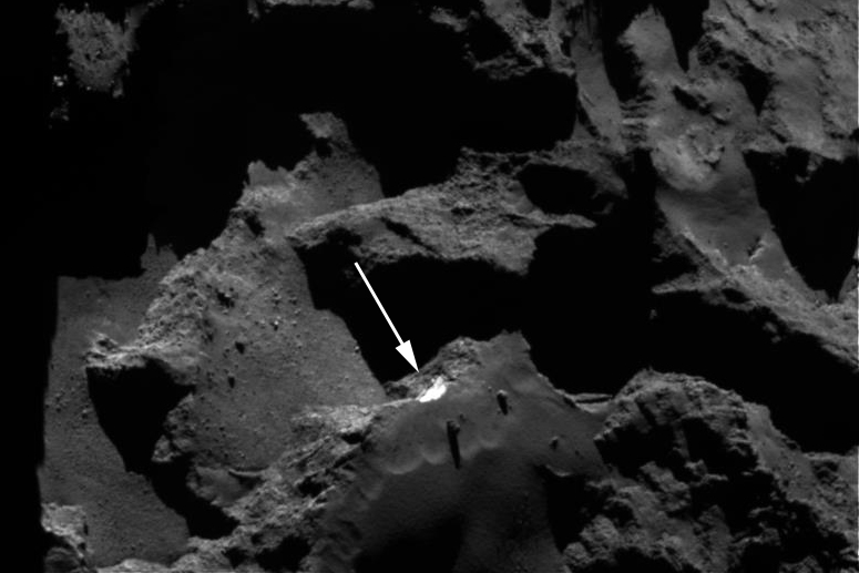 Rosetta spacecraft shows landslide on Comet 67P