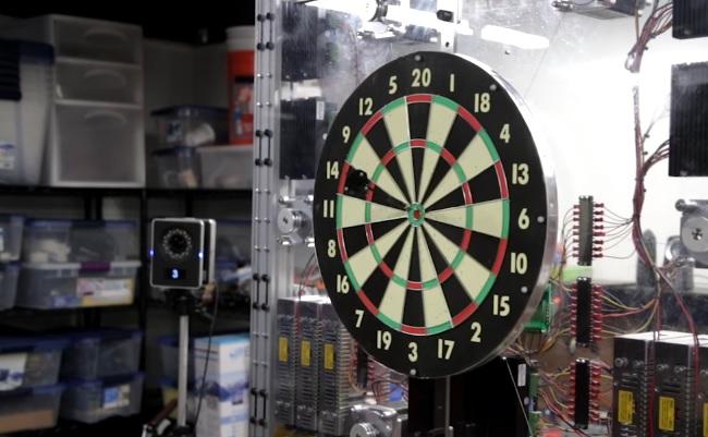 Robotic dartboard