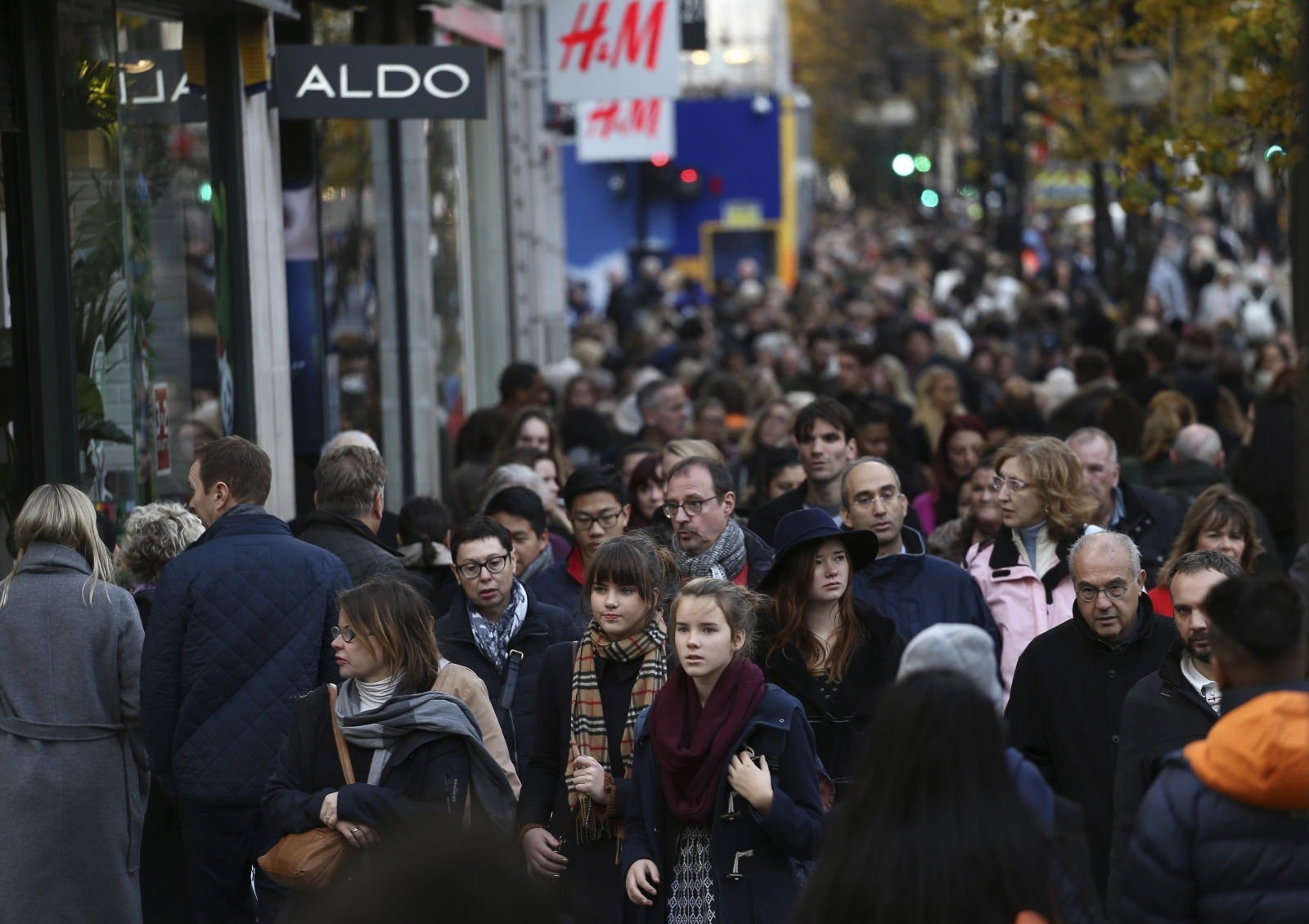 United Kingdom consumer spending falls for third consecutive month in November