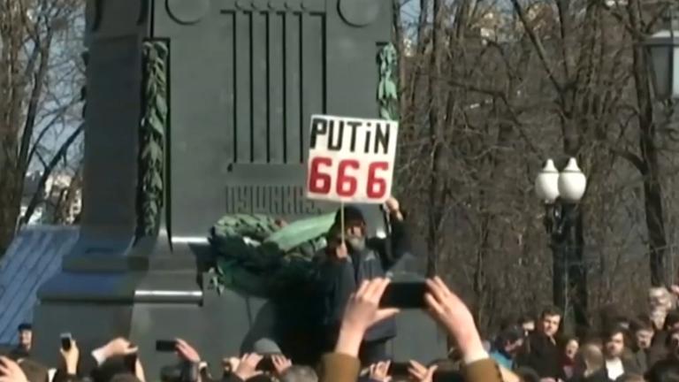 dozens-arrested-at-anti-corruption-protests-in-russia