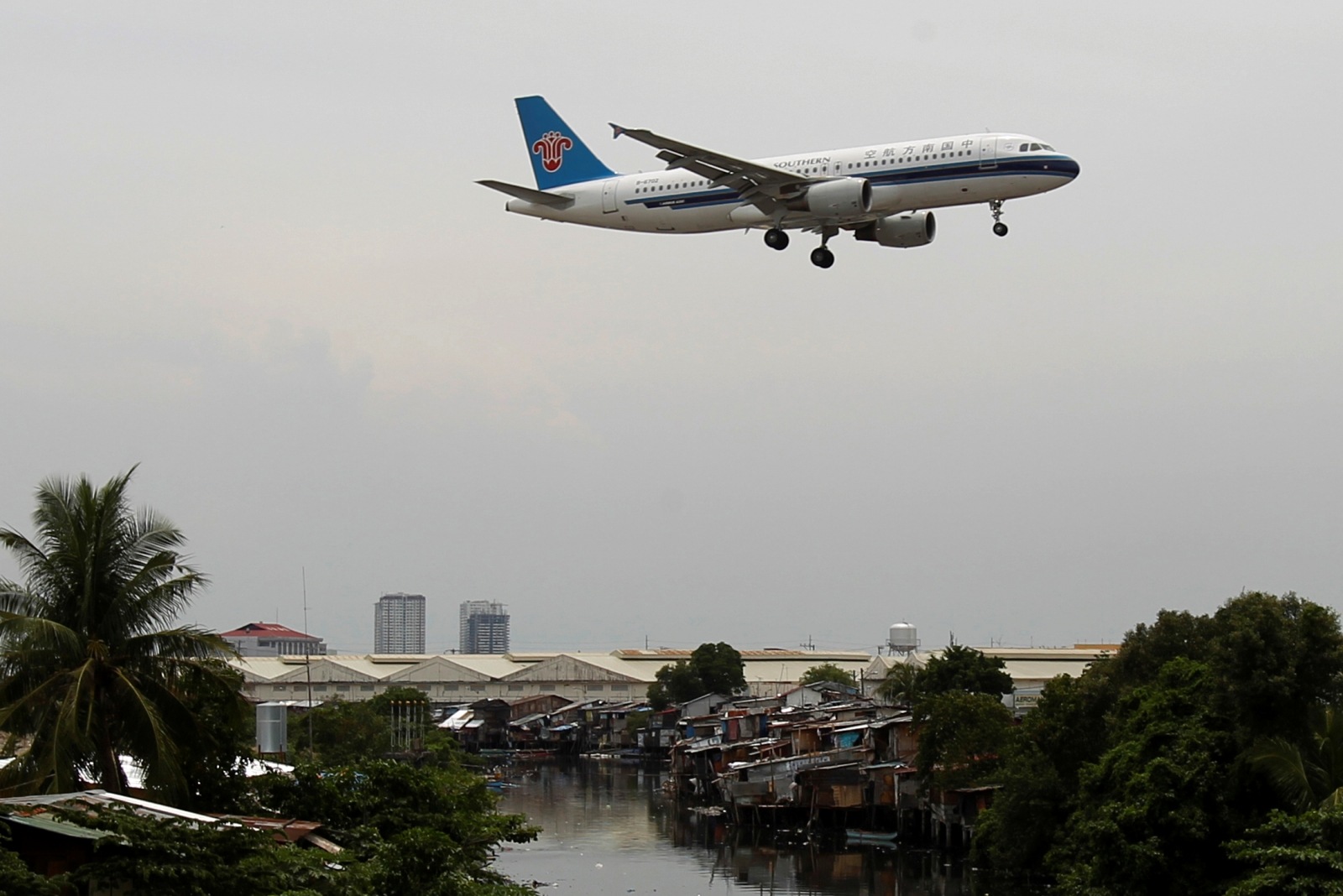 China Southern Airlines to sell $200 million shares to American Airlines