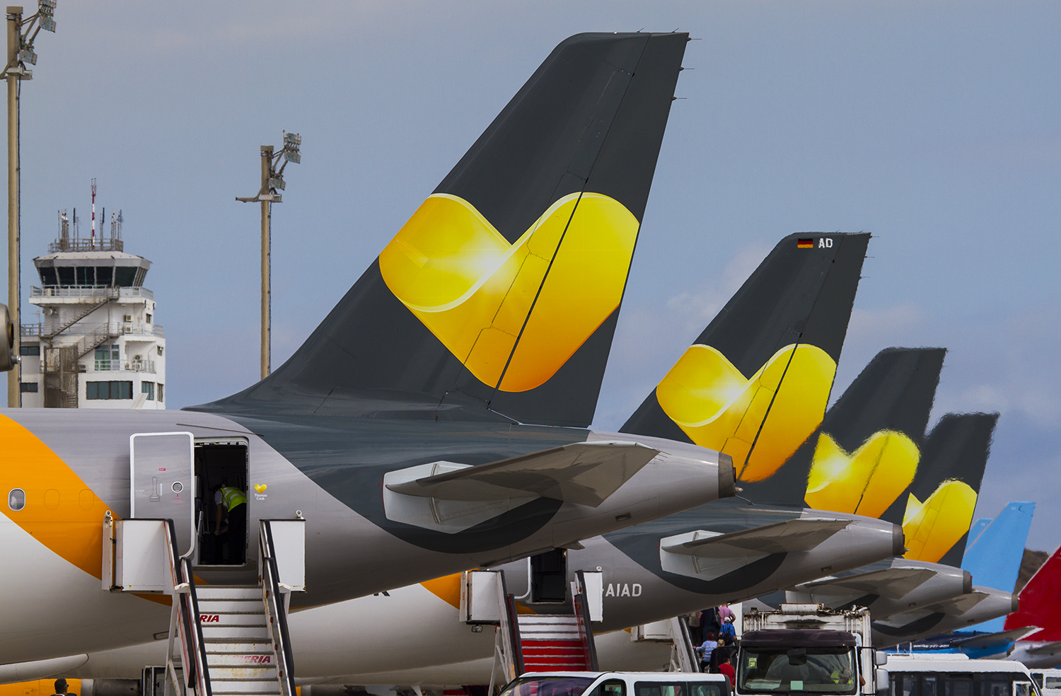 Bumper summer bookings help narrow losses for Thomas Cook