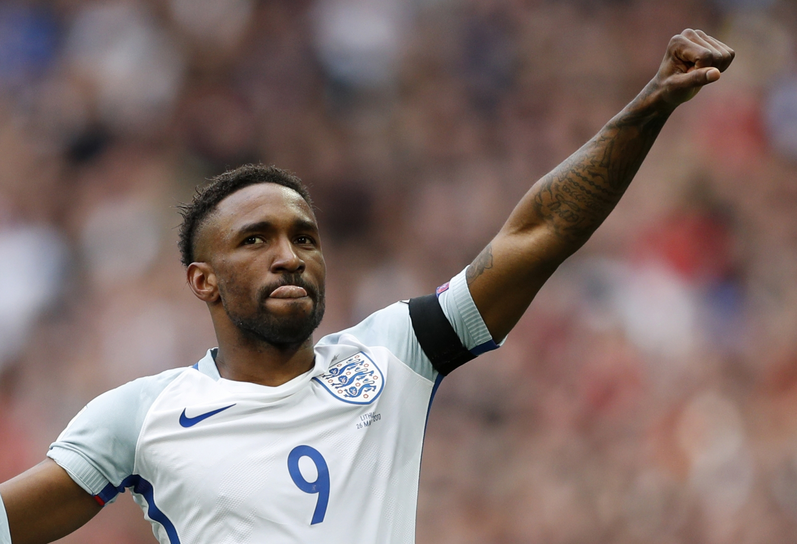 Leicester's Shakespeare wary of Defoe threat
