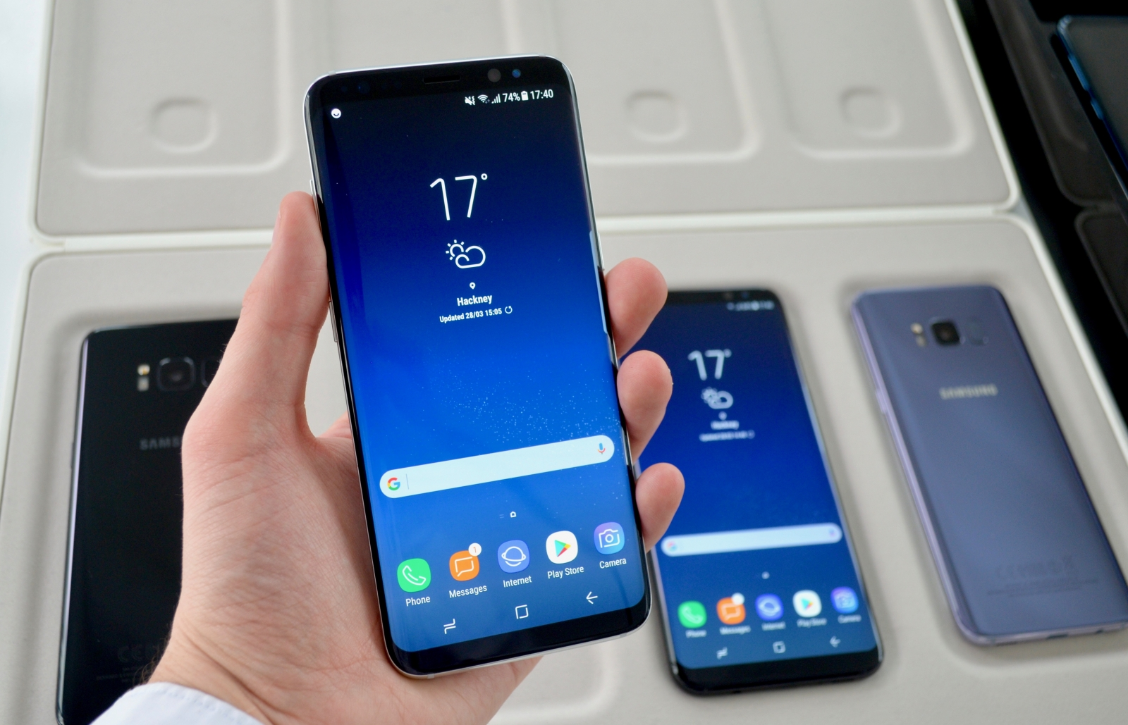 samsung galaxy s8 and s8 plus hands on a guide to the new flagship smartphones. Black Bedroom Furniture Sets. Home Design Ideas