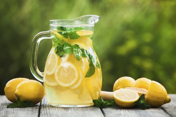 Girl's lemonade stand leads to £150 fine from Tower Hamlets Council