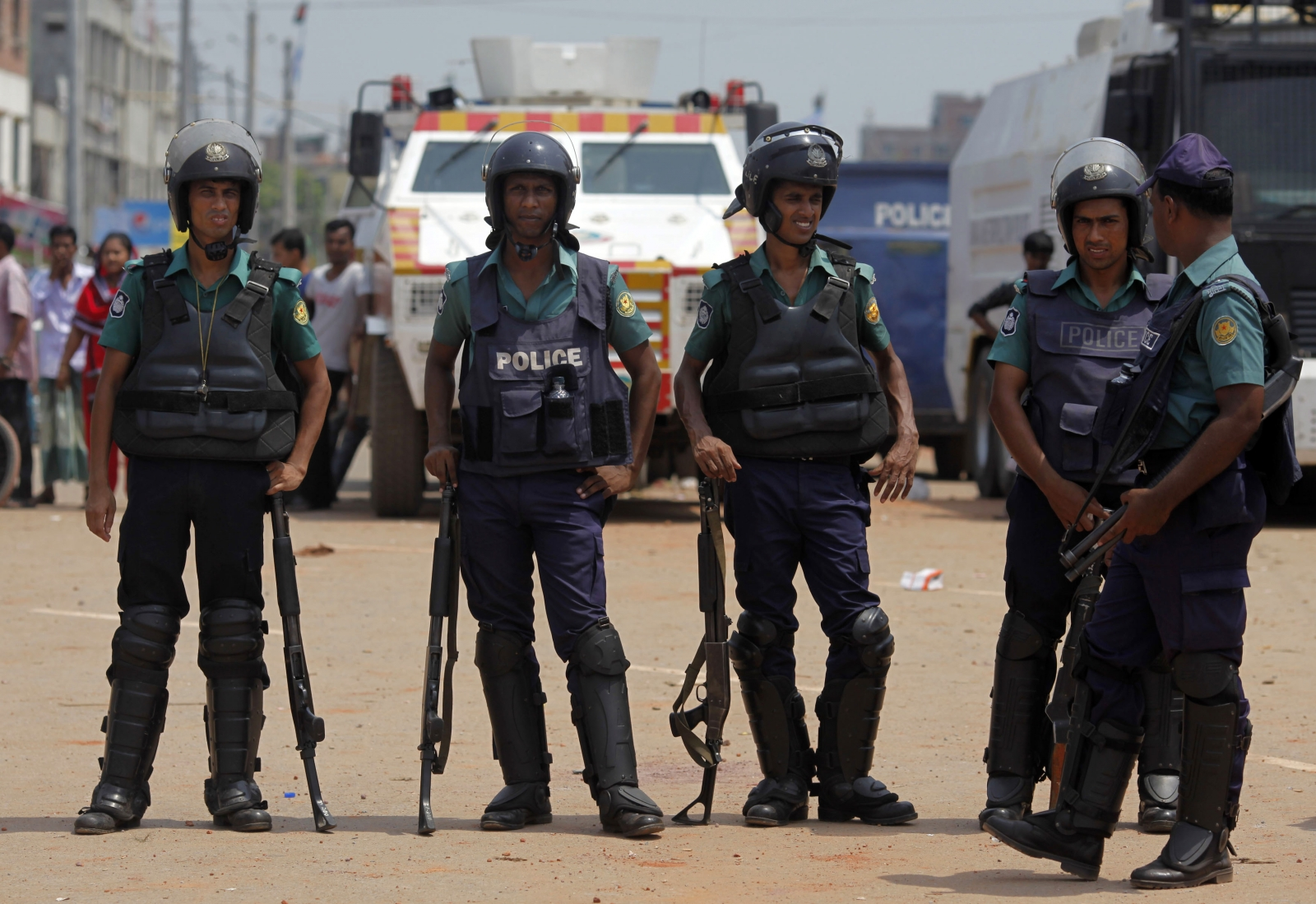 Bangladesh police raid